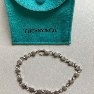 TIFFANY RETIRED CHAIN OF HEARTS BRACELET, 7 INCHES